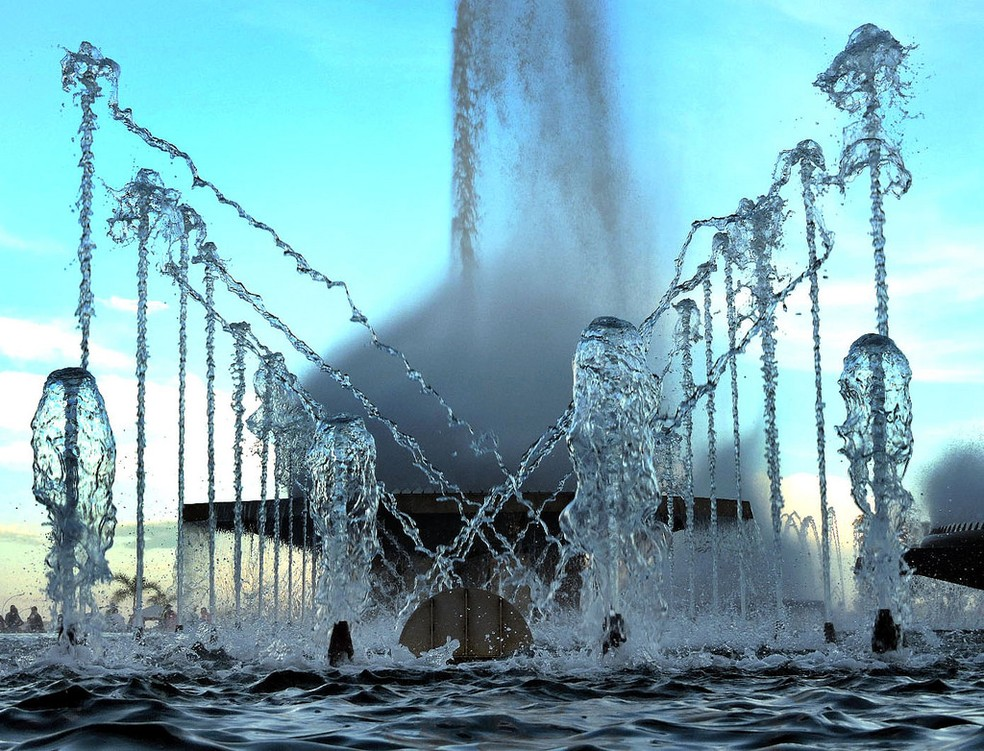 Água em fonte da Torre de Tv, em Brasília (Foto: Jorge Cardoso/8º FMA)