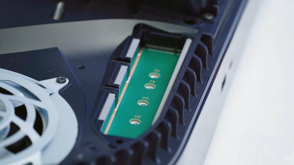 Por enquanto, PS5 não permite instalar SSD interno adicional — Foto: Reprodução/YouTube