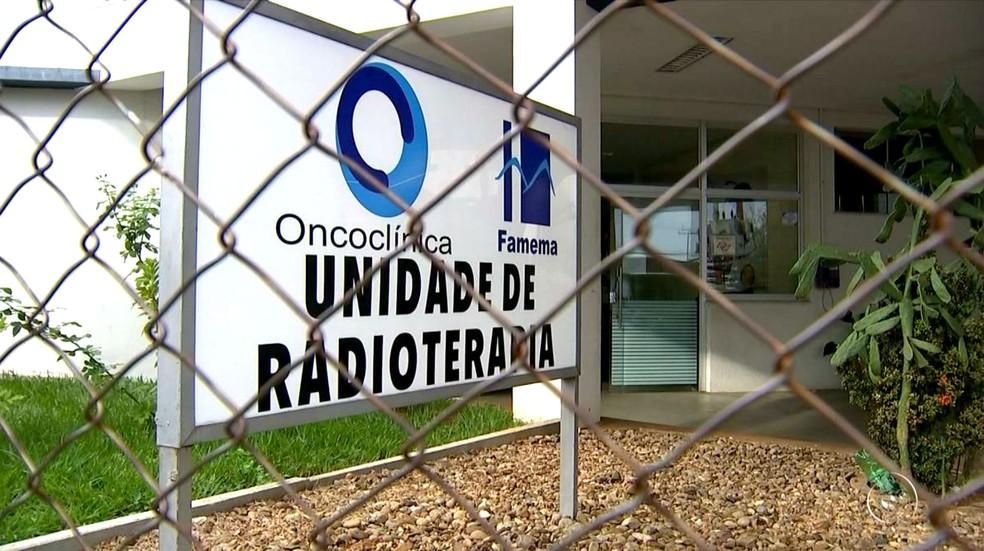A unidade de radioterapia do HC de Marília atende pacientes de 62 cidades da região (Foto: Reprodução / TV TEM)