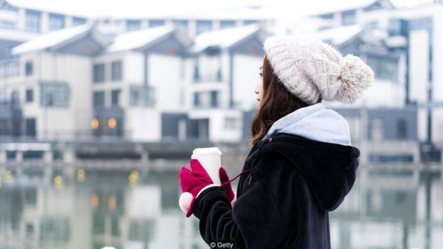 Mesmo quem não é afetado pelo transtorno costuma sentir uma baixa no humor durante o inverno (Foto: Getty Images via BBC News Brasil)