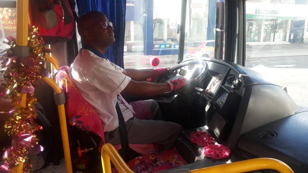 Ivan Figueredo é motorista de ônibus em Salvador há cerca de nove anos — Foto: Andrea Silva/TV Bahia
