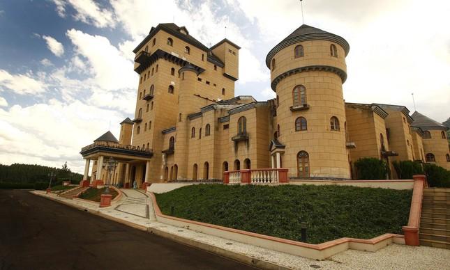 Castelo construído pelo ex deputado Edmar Moreira em São João Nepomuceno, MG