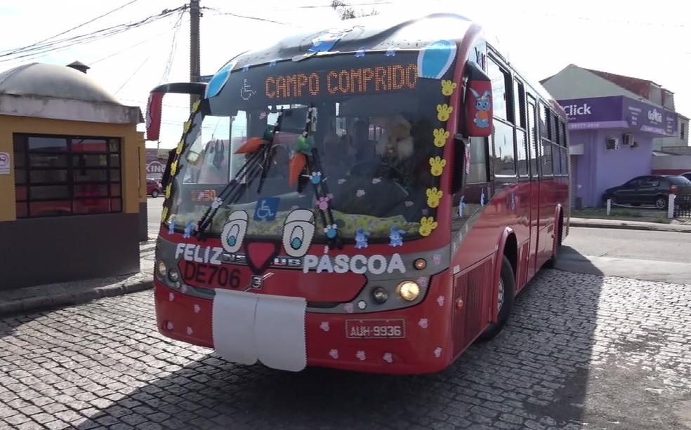 Ônibus da linha Centenário/Campo Comprido anda pela cidade decorado — Foto: Reprodução/RPC