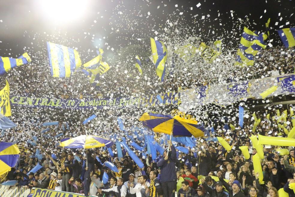 Festa da torcida do Rosario Central no Gigante de Arroyito — Foto: Eduardo Moura/GloboEsporte.com