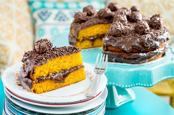 Naked cake de bolo de cenoura com recheio de brigadeiro: delícia! (Foto: Tadeu Brunelli)
