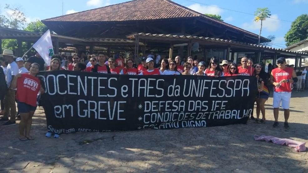 Alunos e professores da Unifesspa protestam nesta quinta-feira em Marabá — Foto: Reprodução