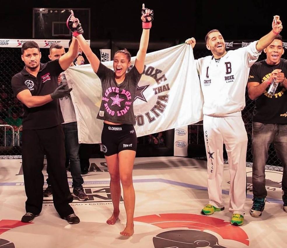 Lutadora tem estilo agressivo, típico das atletas da academia Chute Boxe — Foto: Wal de Paula/Divulgação