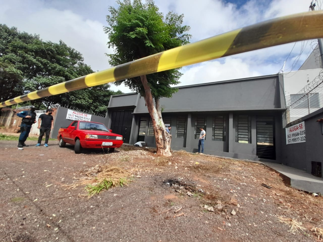 Homem é encontrado morto em frente a salão que colocava para alugar, em Campo Grande