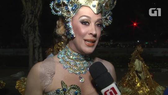 Cláudia Raia desfila com a família inteira na Beija-Flor de Nilópolis