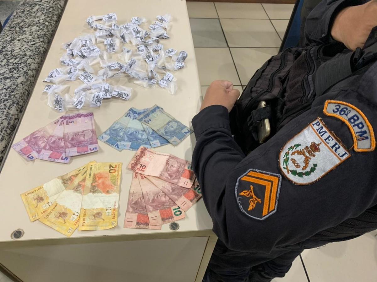 Homem é preso transportando drogas em charrete em Miracema, no RJ