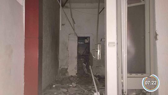 Criminosos armados explodem caixa eletrônico em Arapeí, SP