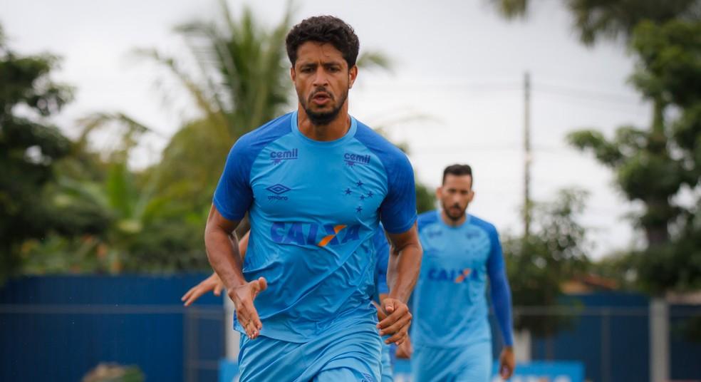 Léo forma dupla de zaga titular com Murilo (Foto: Cruzeiro/Divulgação)