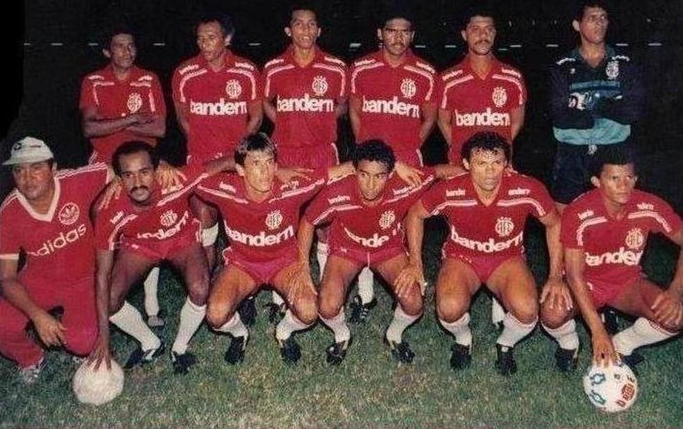 Dedé de Dora também marcou época com a camisa do América-RN, em 1989 (Foto: Arquivo/Ribamar Cavalcante)