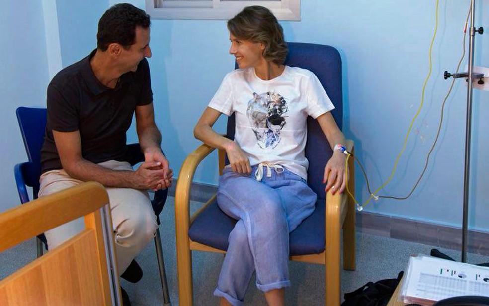 -  Presidência da Síria divulgou nas redes sociais foto do tratamento de Asma al-Assad  Foto: Facebook page of the Syrian Presidency via AP