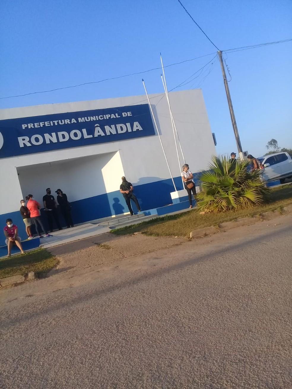 O prefeito e a ex-secretária de saúde de Rondolândia, a 1.600 km de Cuiabá, e um empresário são alvos de uma operação — Foto: Divulgação