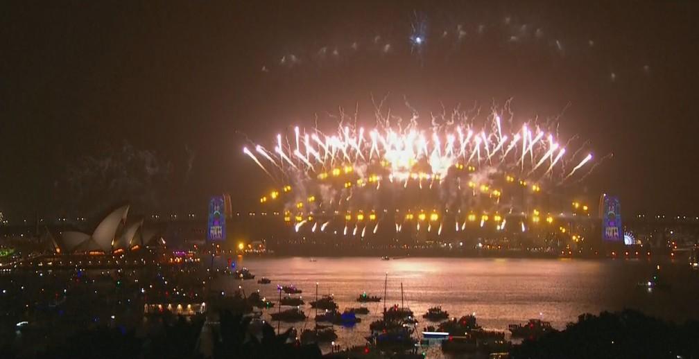 Fogos de artifício marcam a chegada de 2020 na Austrália — Foto: Reprodução