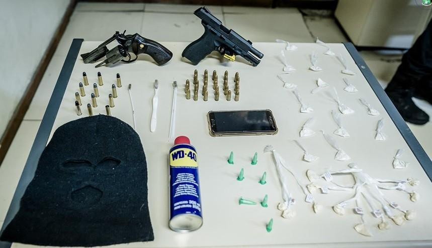 Adolescente é apreendido com armas e drogas em Paraíba do Sul - Notícias - Plantão Diário