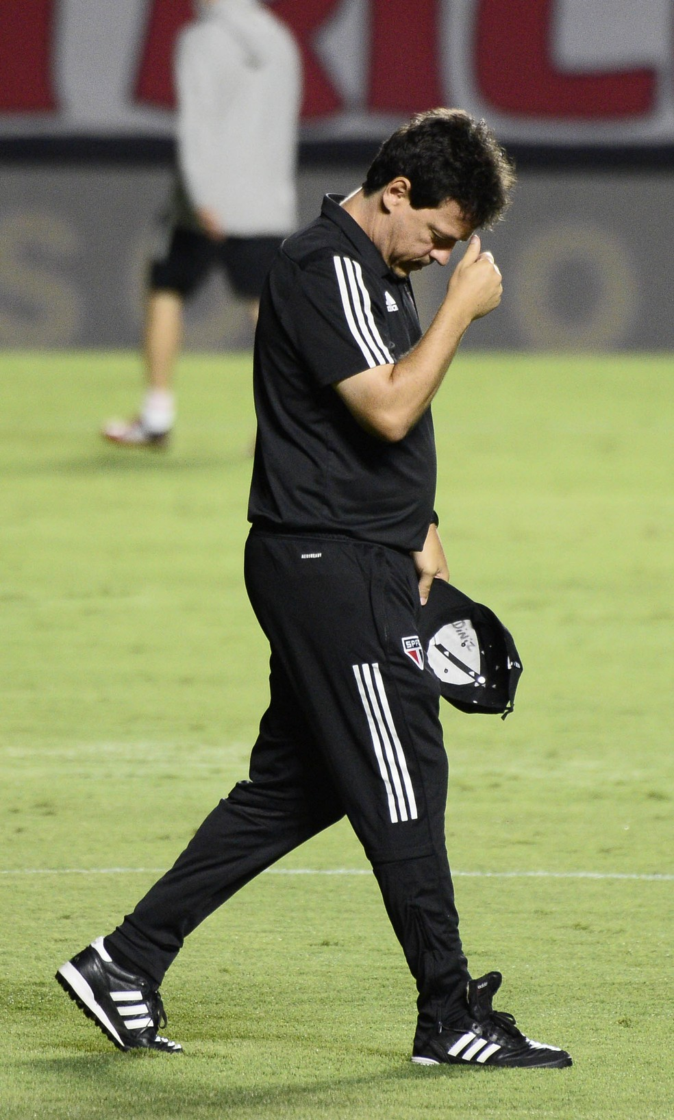 Fernando Diniz comandou o São Paulo na derrota por 5 a 1 para o Internacional — Foto: Marcos Ribolli