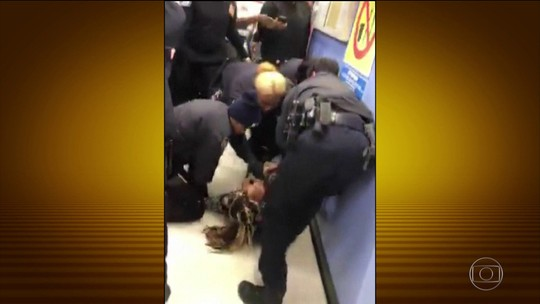 Policiais arrancam bebê da mãe por ela se recusar a sair de centro de assistência social
