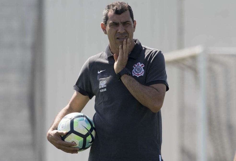 Fábio Carille durante treino no CT (Foto: Daniel Augusto Jr/Ag Corinthians)