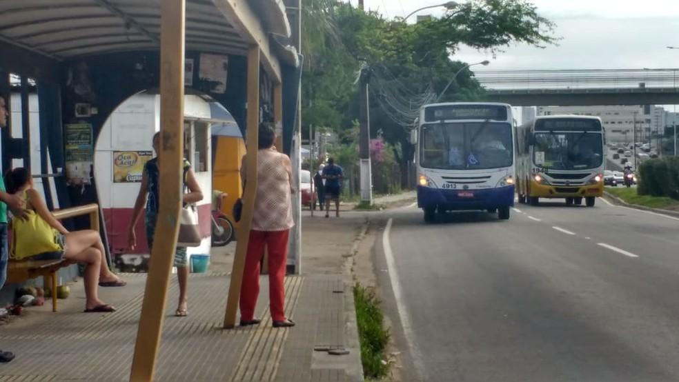 Parada de ônibus em Natal — Foto: Igor Jácome/G1