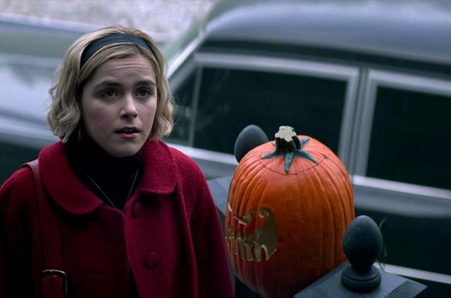 Kiernan Shipka em cena de 'O mundo sombrio de Sabrina' (Foto: Reprodução)