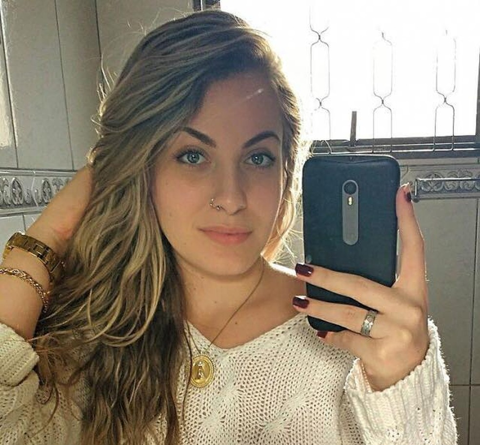 Mariana Bazza, de 19 anos, foi encontrada morta após desaparecer em Bariri — Foto: Reprodução/Facebook