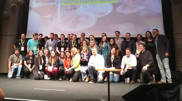 No palco: os empreendedores que disputaram a competição da Startup Farm (Foto: Divulgação)