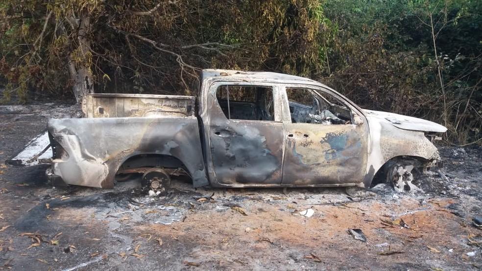 Corpo foi achado carbonizado dentro de caminhonete em Alto Paraíso.  — Foto: Divulgação