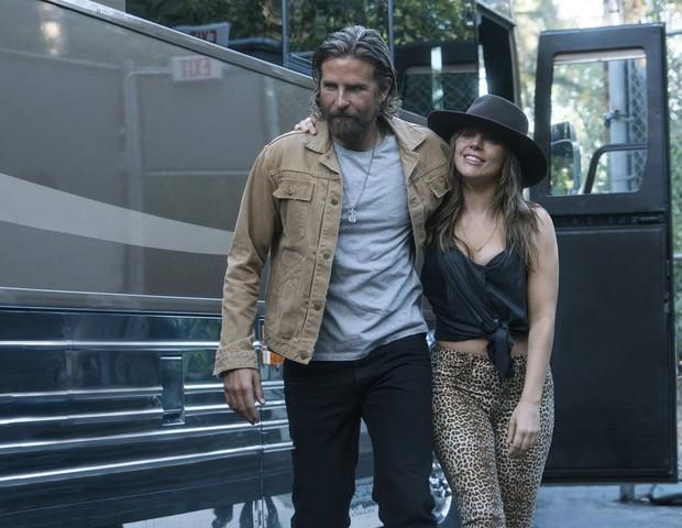 Bradley Cooper e Lady Gaga em cena do filme Nasce Uma Estrela: Cooper atua e dirige o longa (Foto: Divulgação)