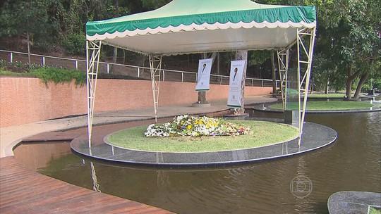 Túmulo de Reginaldo Rossi ainda recebe visitas de fãs apaixonados