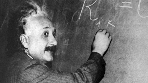 A Teoria da Relatividade de Albert Einstein é um pilar da física moderna que transformou o entendimento sobre espaço, tempo e gravidade  (Foto: AFP/via BBC News Brasil)