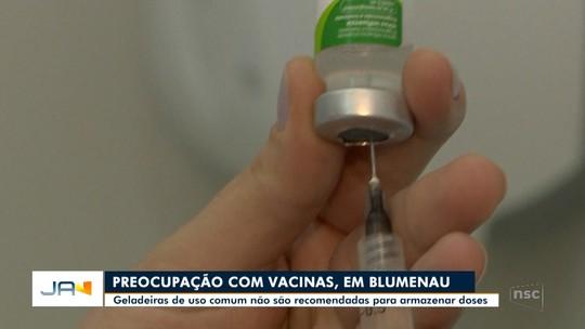 Uso de geladeiras domésticas para armazenar vacinas é motivo de preocupação em Blumenau
