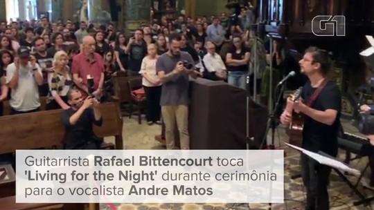 Missa de 7° dia do cantor Andre Matos tem coro e violões em igreja de SP