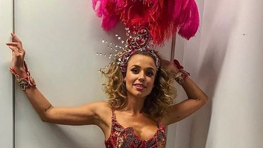 Juliane Araújo vive passista de escola de samba em 'Verão 90' e ressalta: 'Mulheres empoderadas'
