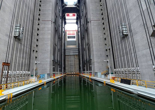 O maior elevador do mundo da maior hidrelétrica do mundo (Foto: reprodução)