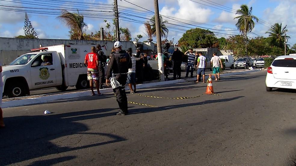 Cabo da PM morreu em acidente na tarde desta sexta (2) na avenida João Medeiros Filho, Zona Norte de Natal — Foto: Tom Guedes/Inter TV Cabugi