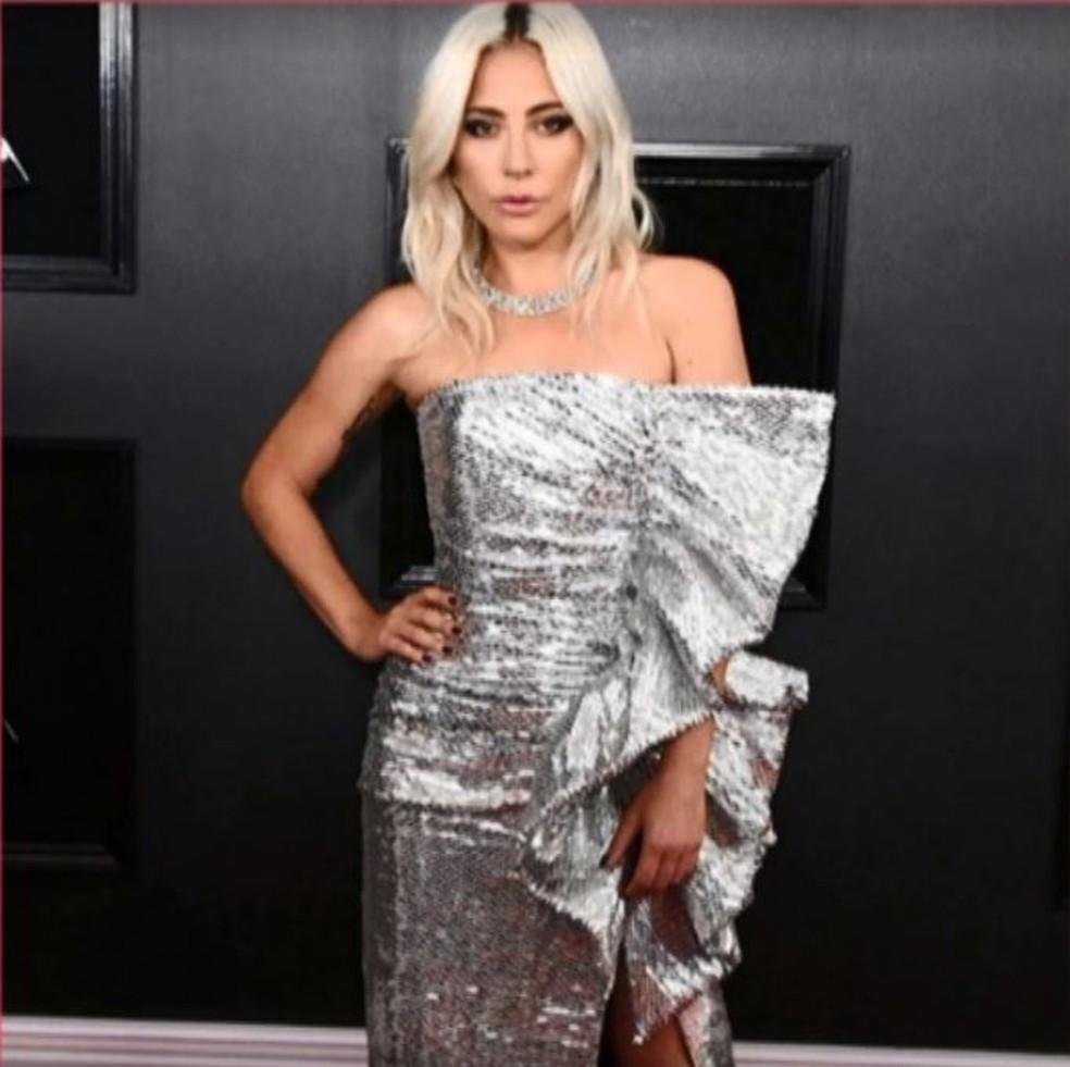 cf22cec7bb Inspire-se na moda das famosas e aposte em looks com ombros de fora ...