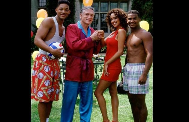 O empresário Hugh Hefner, que morreu nesta quarta, 28 de setembro, fez várias participações em programas de TV. Em 1993, por exemplo, esteve no seriado 'Um maluco no pedaço', ao lado de Will Smith. Veja outras a seguir (Foto: Divulgação)