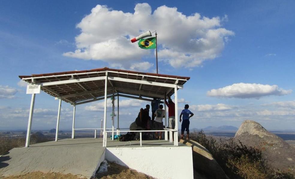 Serra em Quixadá atrai praticantes de voo livre de vários países (Foto: Associação de Voo Livre de Quixadá/Divulgação)