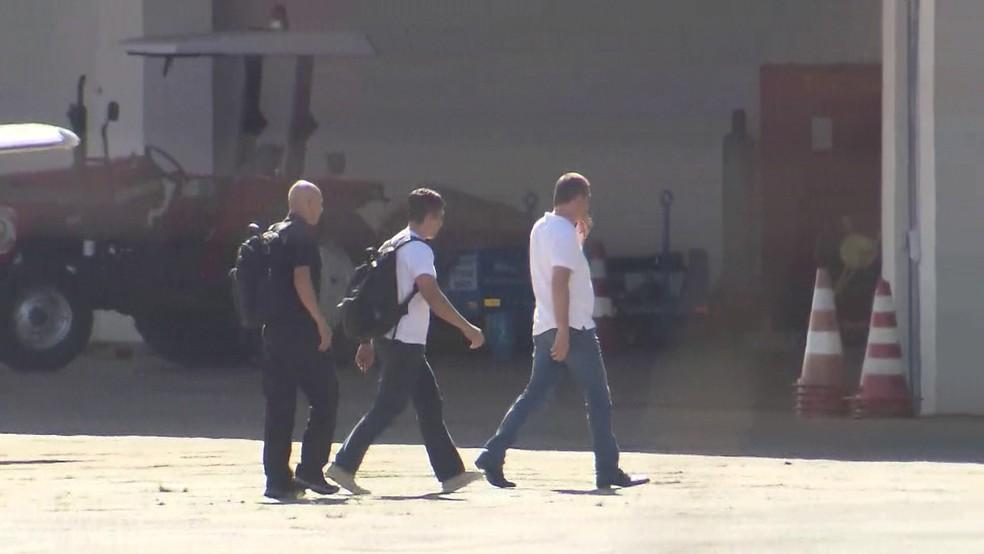 Joesley chega à Brasília, onde ficará preso (Foto: Reprodução/GloboNews)