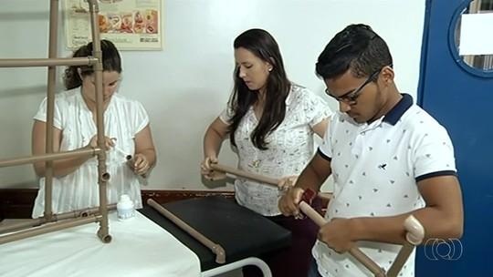 Estudantes criam cadeira com cano PVC para ajudar pacientes da UTI a sentar