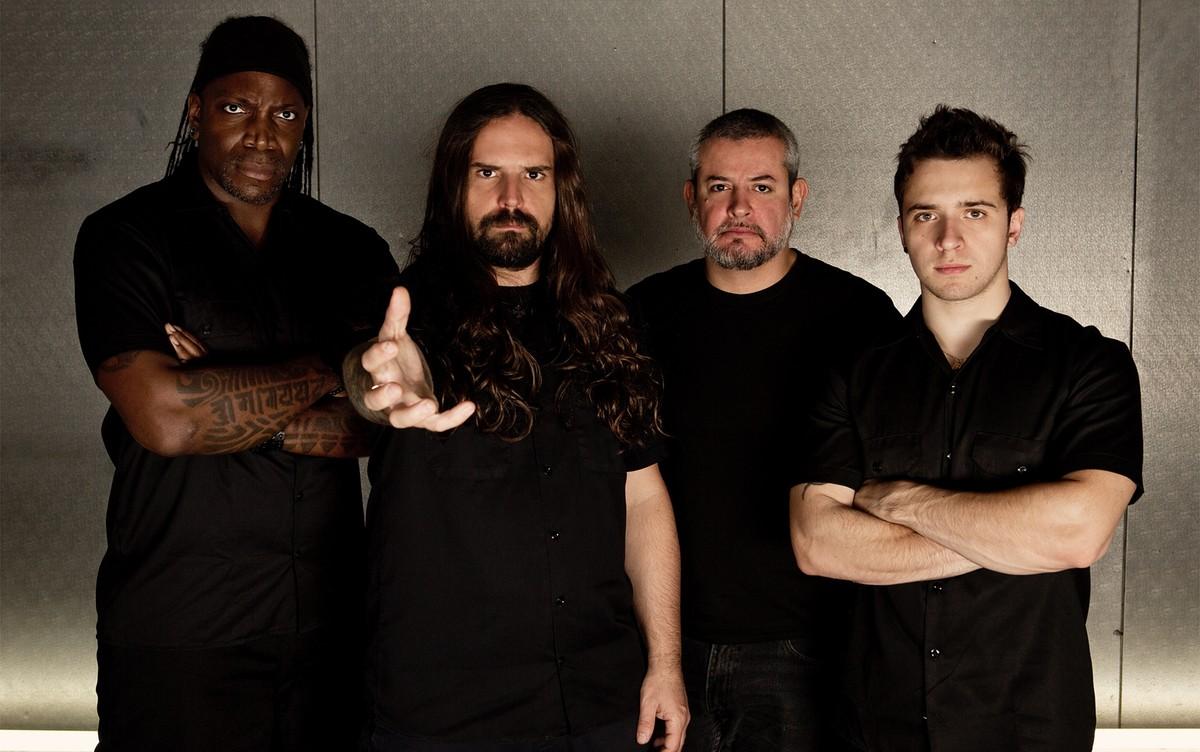 Banda Sepultura faz show gratuito na final do 15º Festival de Rock de Indaiatuba
