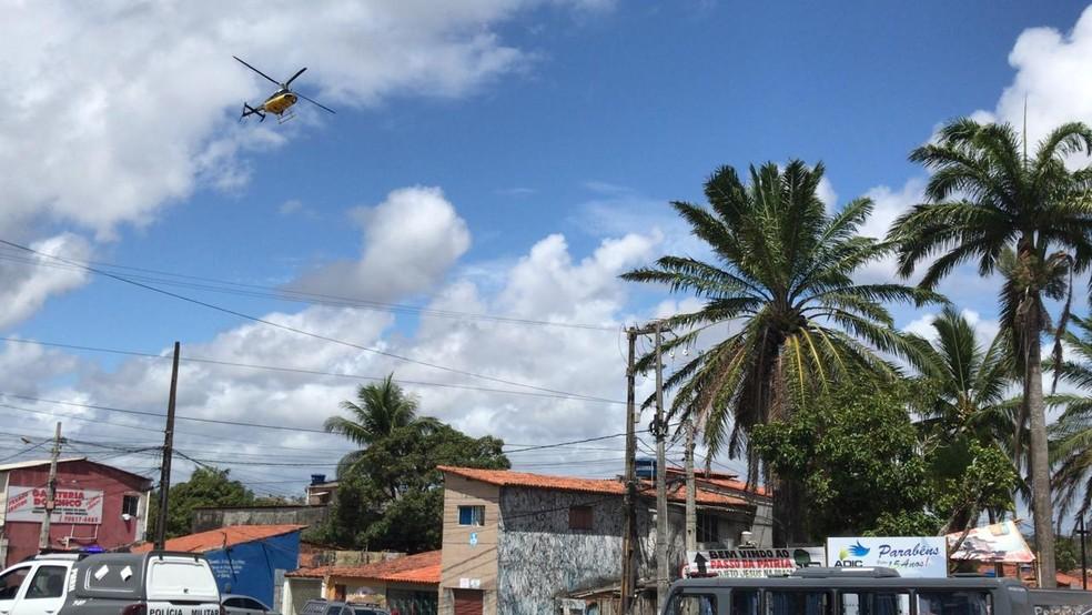 Helicóptero da PRF sobrevoa do Passo da Pátria, na Zona Leste de Natal — Foto: Geraldo Jerônimo/Inter TV Cabugi