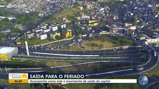 Movimento de passageiros na rodoviária afeta trânsito na Avenida ACM, em Salvador