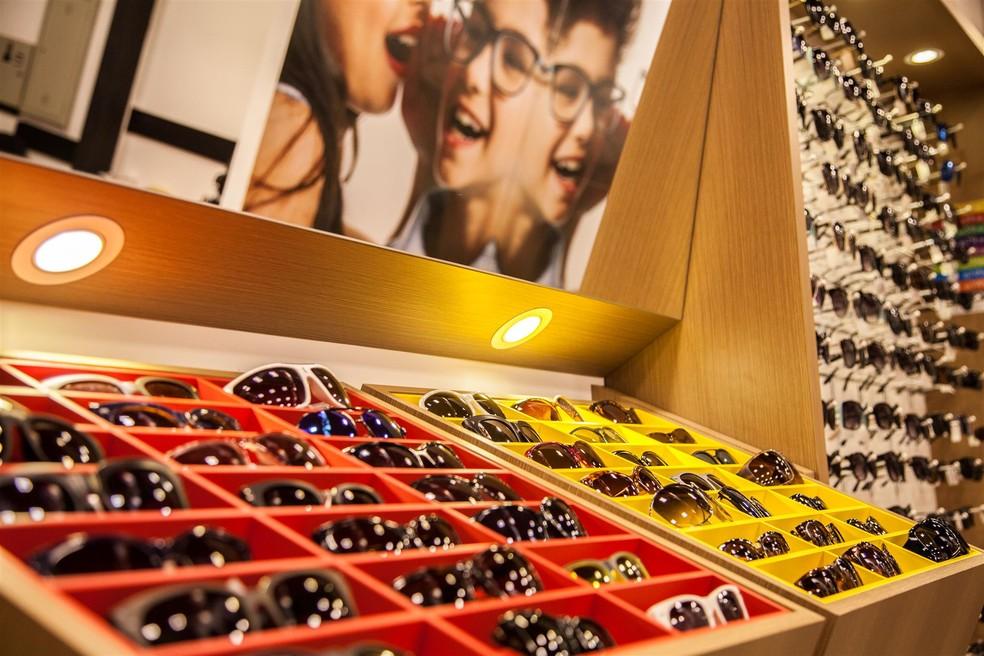 """240cee3b4 ... Projeto arquitetônico personalizado, com produtos em """"self-service"""" de  óculos — Foto"""
