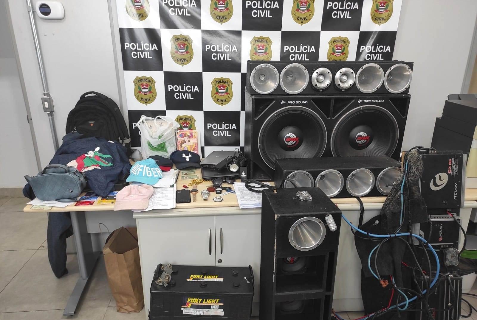 Polícia prende 4 suspeitos por série de furtos e roubos de caminhonetes em Americana; carro de luxo é apreendido