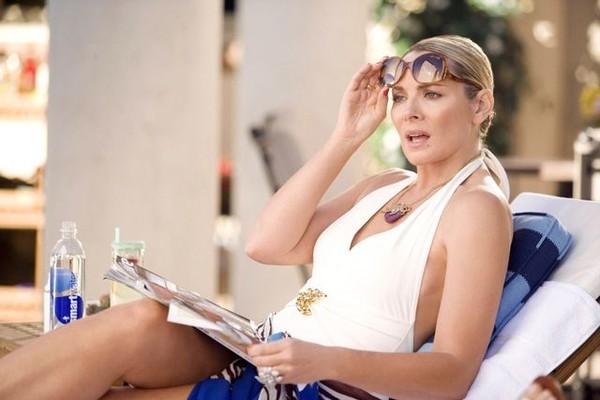A atriz Kim Cattrall em cena de Sex and the City (Foto: Reprodução)