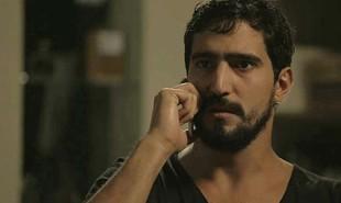 Na segunda-feira, 22, Jamil (Renato Góes) conseguirá distrair Youssef (Allan Souza Lima) e salvar Laila (Julia Dalavia) do cativeiro  | Reprodução