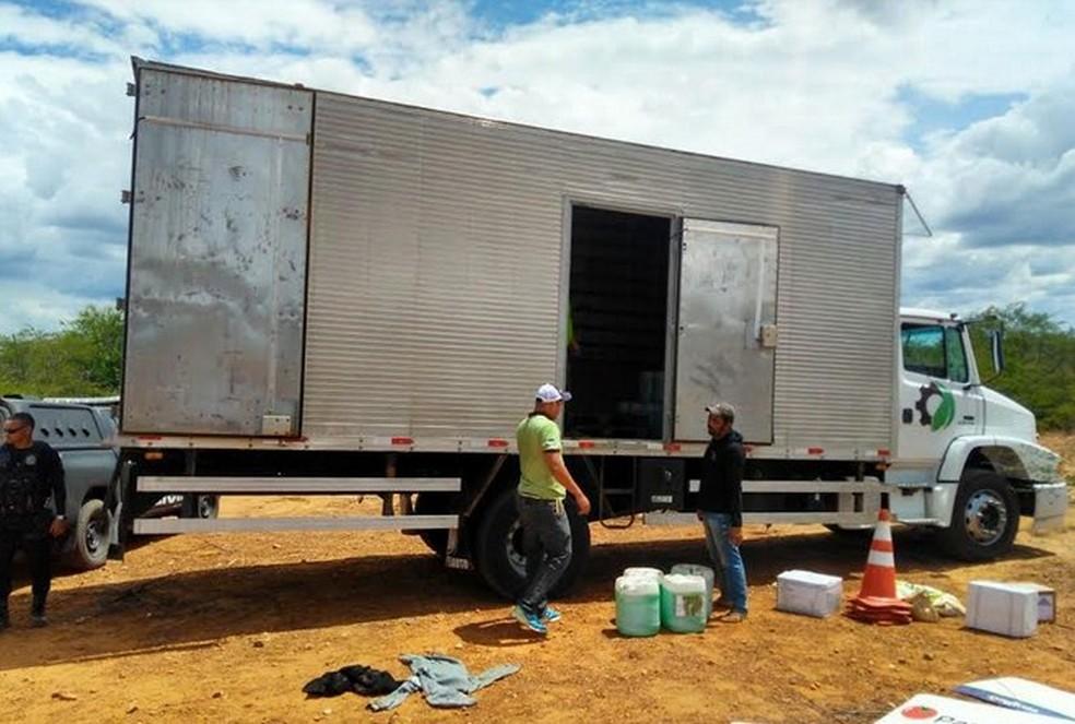 Caminhão é recuperado em Santa Maria da Boa Vista (Foto: Divulgação/ Polícia Civil)